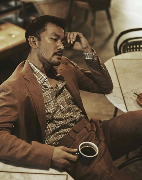 Artis minum kopi