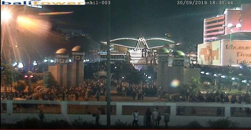 Situs Ini Tunjukan Suasana Depan Gedung DPR via CCTV