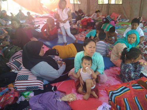 Para pengungsi kerusuhan Wamena di Jayapura. (Foto: Salman Mardira/Okezone)