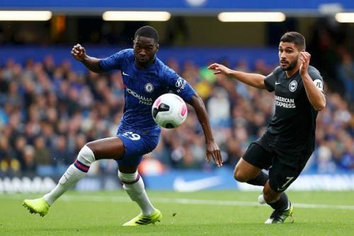 Aksi Fikayo Tomori saat membela Chelsea