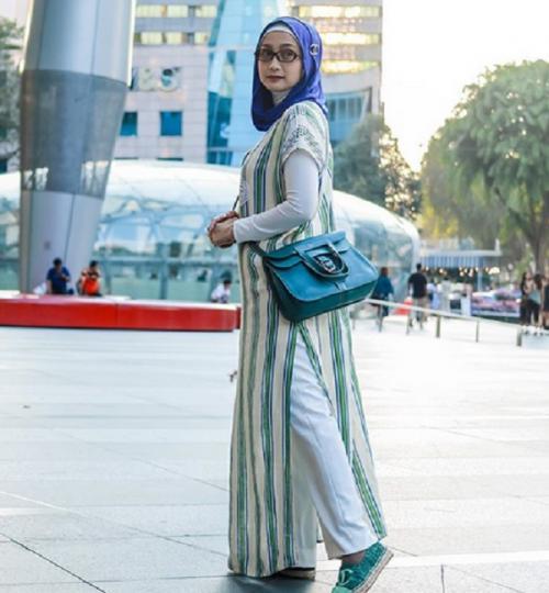Desy berhijab