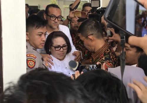 Sidang tuntutan Nunung yang seharusnya digelar hari ini (6/11/2019) batal dibacakan JPU. (Foto: Okezone)