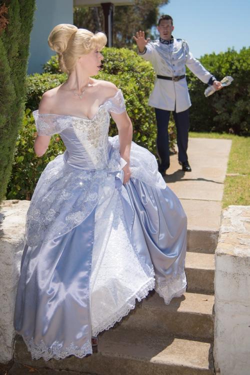 Dia juga membawa fotografer Kelly Anderson untuk menjadikannya sebagai seorang Cinderella baru.