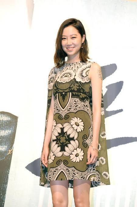 saat tampil untuk acara press conference serial drama terbaru yang ia bintangi pada 2015 silam, 'The Producer'.
