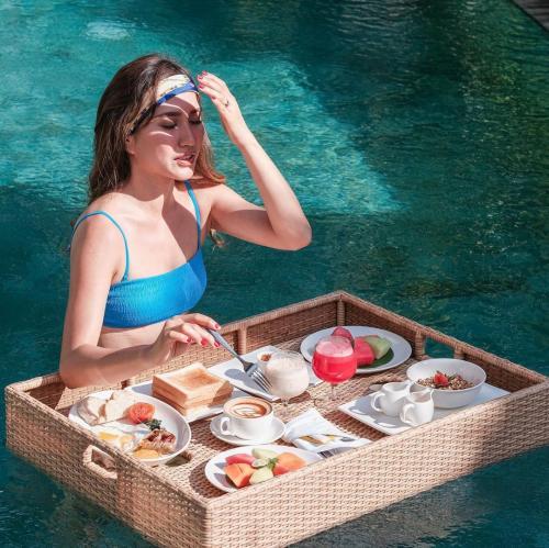 Louise Anastasya bikini