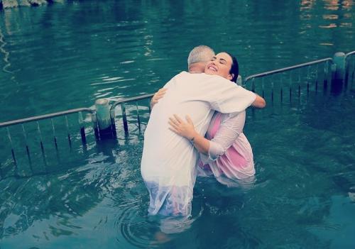 Demi Lovato dibaptis di Sungai Yordan. (Foto: Instagram/@ddlovato)