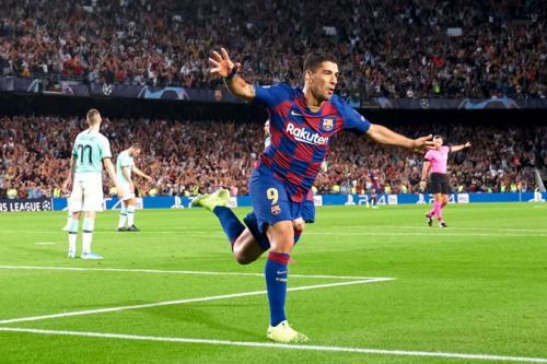 Aksi Luis Suarez saat membela Barcelona