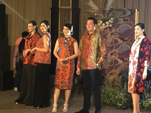 Pramugari di fashion show
