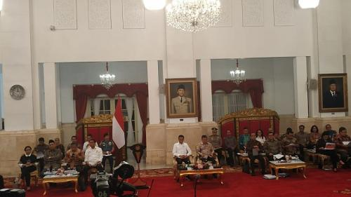 Jokowi bersama para menterinya di Istana Negara (Foto : Okezone.com/Fakhri)