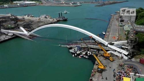 Jembatan di Taiwan Ambruk (Foto: DW)