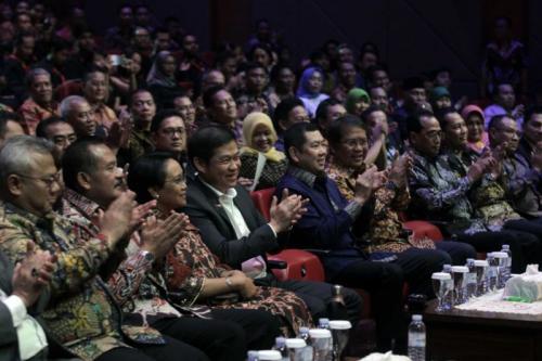Chairman MNC Group Hary Tanoesoedibjo Bersama Para Nominator Indonesia Award 2019 (foto: Ist)