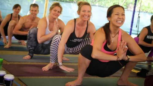 yoga merupakan salah satu jenis olah raga yang dikenal memiliki beragam manfaat untuk kesehatan tubuh.