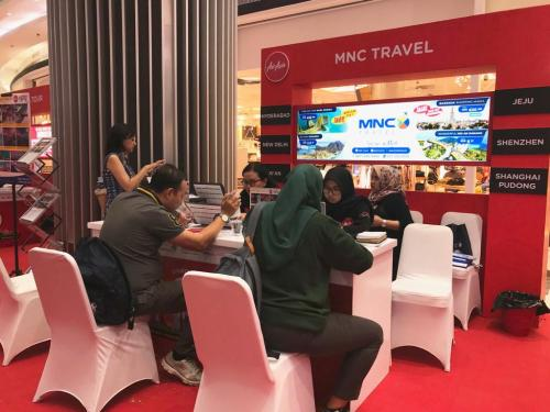 Insentif tambahan ada lebih dari 1.000 merchandise dan undian berhadiah tiket round trip Jakarta - Kuala Lumpur.