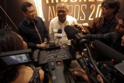 Chairman MNC Group Hary Tanoesoedibjo Bersama Menteri PUPR Hadimuljono yang Mendapatkan Penghargaan Indonesia Award 2019 Kategori Tokoh Favorit (foto: Ist)