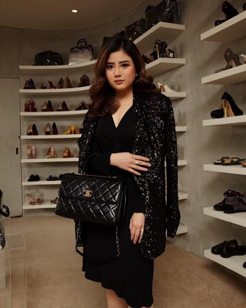 Perempuan fashionable