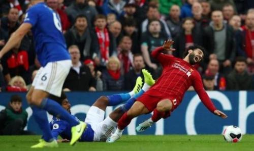 Momen saat Salah cedera di laga Liverpool vs Leicester