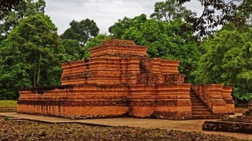 Candi Muaro Jambi Salah Satu Peninggalan Kerajaan Sriwijaya (foto: Indonesiatravel)