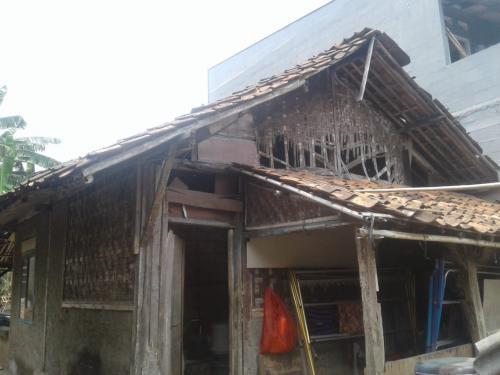 Rumah Reyot Airin