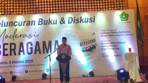 Menag Lukman Hakim luncurkan buku berjudul Moderasi Beragama di Gedung Kemenag, Jakarta, Selasa (8/10/2019). (Foto : Okezone.com/Sarah Hutagaol)