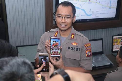 Kapolres Kulon Progo, AKBP Anggara Nasution menunjukkan aplikasi Alarm Warga (Alwa). (ist)