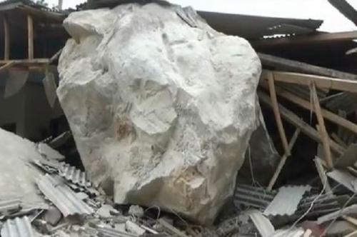 Hujan batu di Purwakarta. (Foto: Ist)