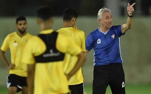 Bert van Marwijk masih butuh waktu untuk menanamkan filosofi sepakbolanya (Foto: Federasi Sepakbola UEA)