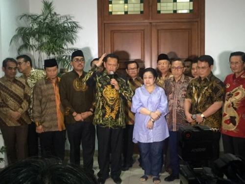 Bamsoet bersama Megawati Soekarnoputri (Foto : Okezone.com/Harits)