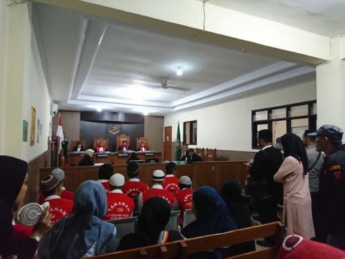 Sidang Vonis Penipuan yang Dilakukan Dokter Gigi di PN Bekasi, Jawa Barat (foto: Okezone/Wijayakusuma)