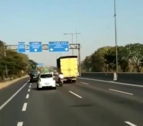 Pemotor masuk Jalan Tol