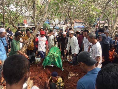 Pemakaman Akbar Alamsyah korban demo di DPR. (Foto: Harits Tryan Akhmad/Okezone)