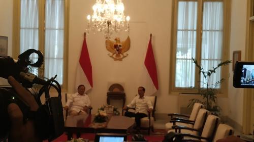 Presiden Jokowi dan Prabowo bertemu di Istana Merdeka, Jumat (11/10/2019). (Foto : Okezone.com/Fakhrizal Fakhri)