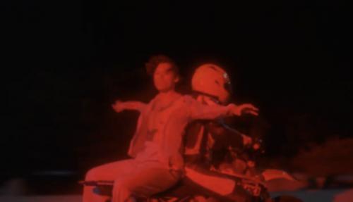 Laki-laki di atas motor