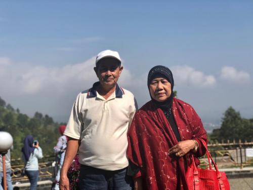 Umi Kartini bareng papa