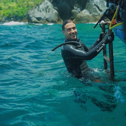 Hamish Daud di laut