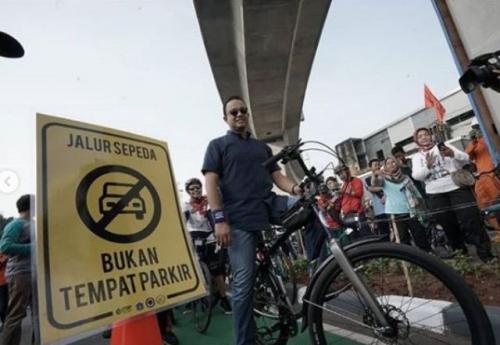 Anies uji coba jalur sepeda