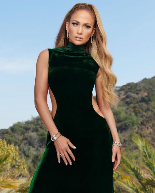Jennifer Lopez menuntut mantan suami pertamanya karena berniat menyebarluaskan video intim mereka saat bulan madu. (Foto: In Style Magazine)