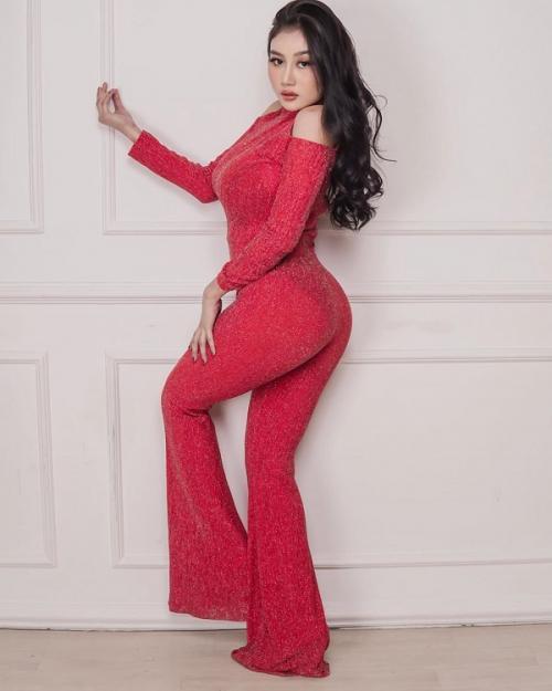Pamela Safitri berjanji akan memakai lingerie kalau subscriber YouTube miliknya mencapai 2 juta. (Foto: Instagram/@pamelaaasafitriduoserigala)
