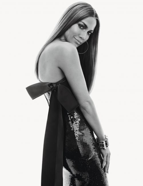 Jennifer Lopez menuntut mantan suami pertamanya karena berniat menyebarluaskan video intim mereka saat bulan madu. (Foto: W Magazine)