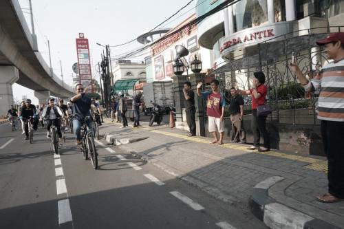 Gubernur DKI Jakarta Anies Baswedan Uji Coba Jalur Sepeda Sudirman Fatmawati Sesi II Sepanjang 23 Kilometer (foto: Twitter/@aniesbaswedan)
