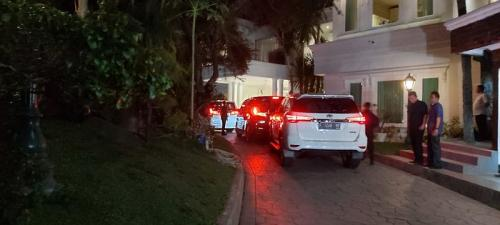 Prabowo menyambangi rumah Surya Paloh malam ini (Foto : Okezone.com/Fahreza)