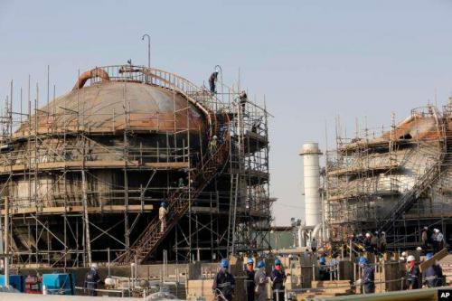 Kilang minyak milik Saudi Aramco (Foto : VOA Indonesia/AP)