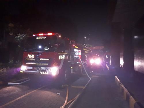 Kebakaran di basement Gedung Pelni Jalan Gajah Mada, Petojo Utara, Gambir, Jakpus. (Foto : Twitter/@humasjakfire)