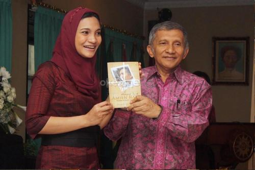 Hanum Rais bersama ayahnya Amin Rais. (Foto: Okezone)