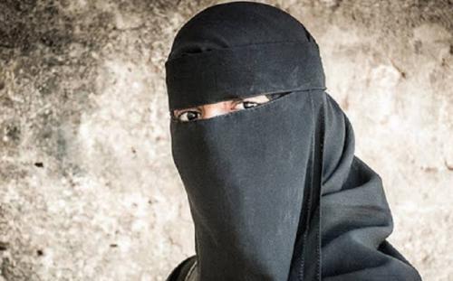 pria pakai hijab