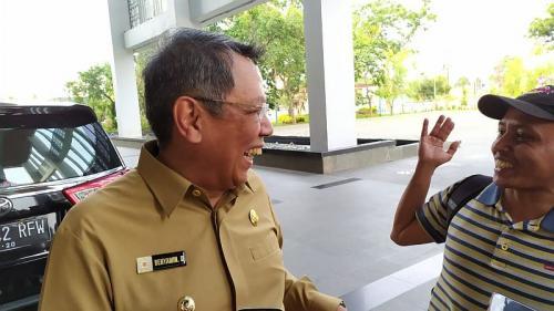 Benyamin Davnie tertawa mendengar kode keras Airin (Foto : Okezone.com/Hambali)