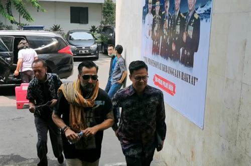 Jeremy Thomas akhirnya menjalani pemeriksaan atas kasus penipuan di Polda Metro Jaya, pada Selasa (15/10/2019). (Foto: Okezone/Adiyoga Priambodo)