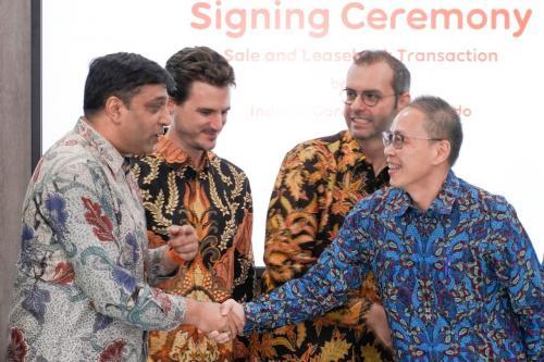 Indosat Ooredoo menjual 3.100 tower kepada Mitratel dan Protelindo.