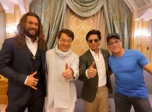 Shah Rukh Khan menghadiri Joy Forum 2019 bersama Jason Momoa, Jackie Chan, dan Jean Claude Van Damme. (Foto: Instagram/@teamshahrukhkhan)