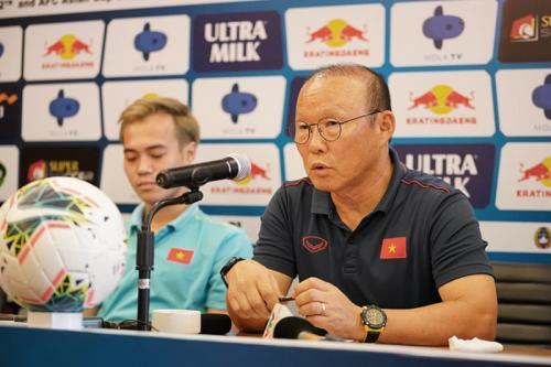 Park Hang-seo menilai sesumbar Simon McMenemy cukup wajar (Foto: VN Express)