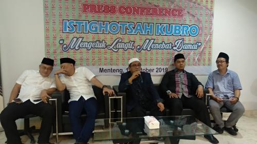 Jelang Pelantikan Jokowi-Ma'ruf, Relawan Gelar Istigasah Kubro di TMII. (Foto : Okezone.com/Fadel Prayoga)